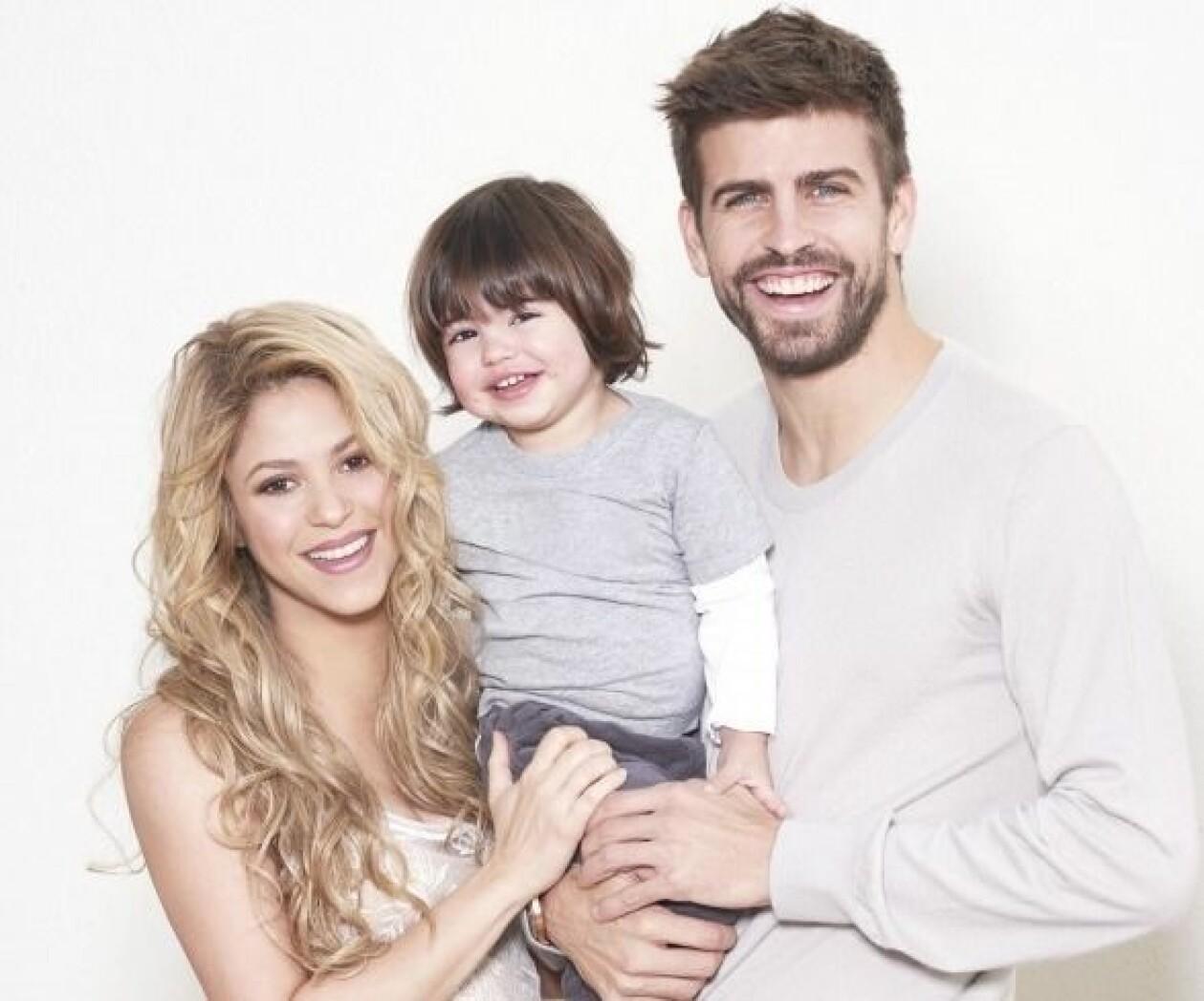 Shakira och Gerard Pique med sonen Milan