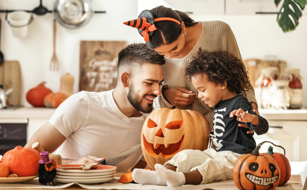 familj på halloween