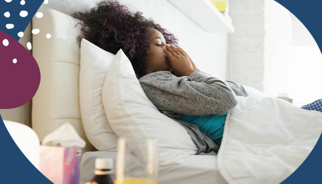 Barn som är snorigt och sjukt ligger i en säng