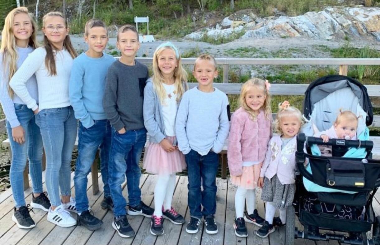 Barnen Nicole, Vanessa, Danilio, Jonathan, Olivia, Kevin, Celina, Isabelle och Melanie med mamma Satu Nordling Gonzales