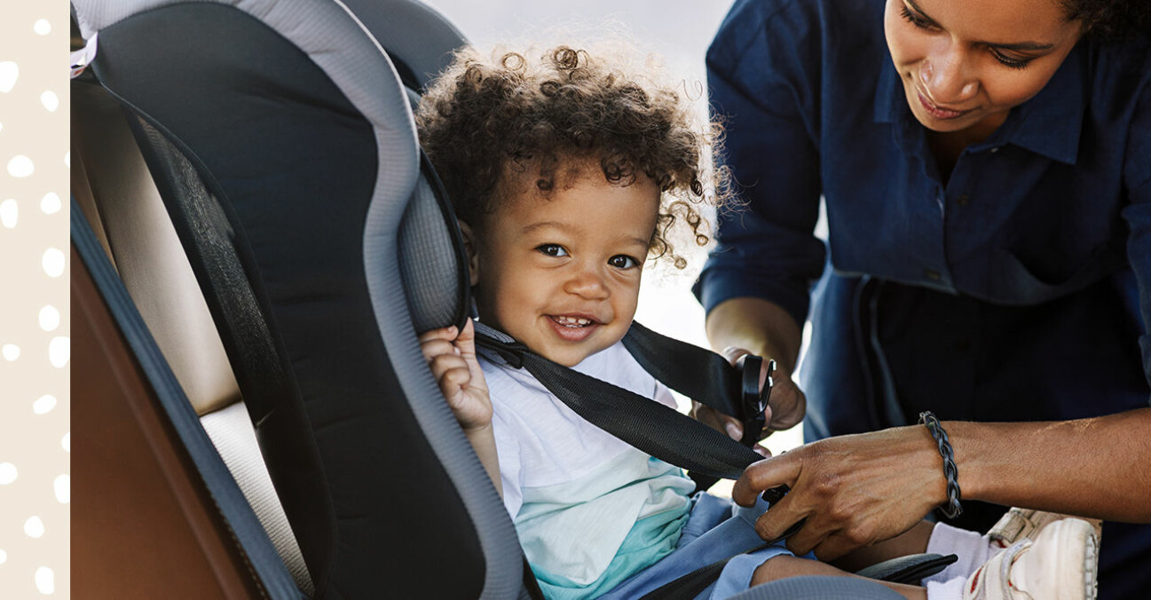 pojke i bilbarnstol