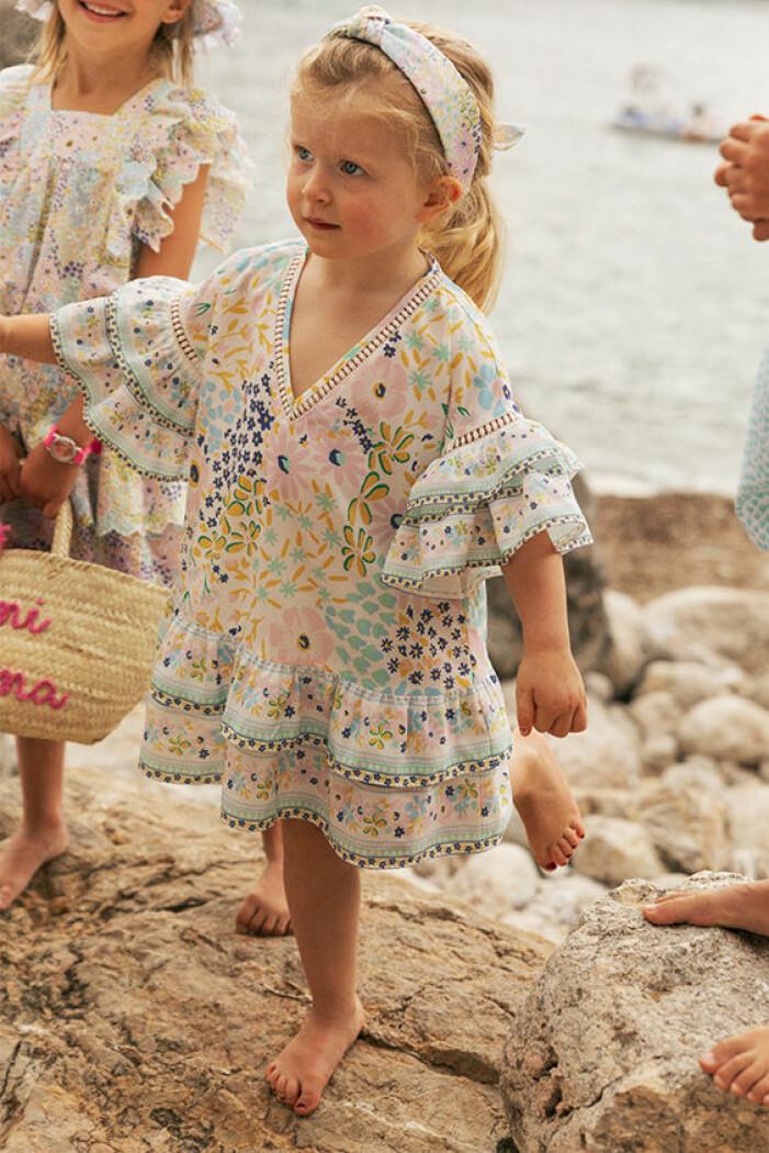 matchande mönstrade klänningar till mamma och barn sommaren 2021