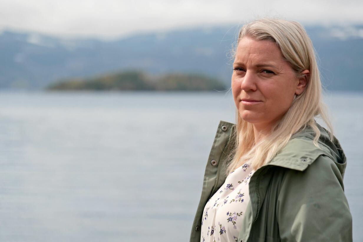 Carina Bergfeldt framför Utöya