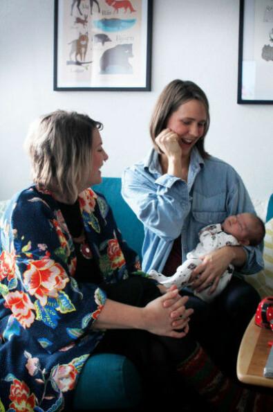 Doulan Tove Lundlycka, Filippa Risbecker och dottern Lowa.