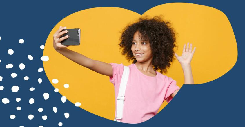 En tjej tar en selfie