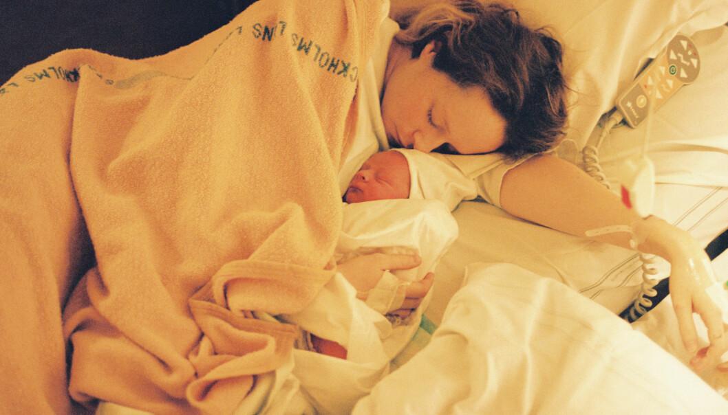 Emilia Bergmark-Jiménez med nyfödd bebis