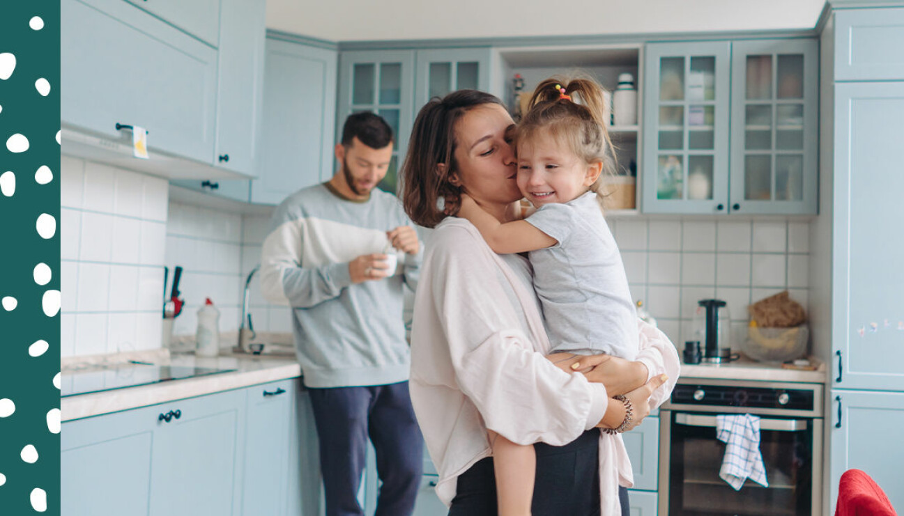 familj i sitt kök