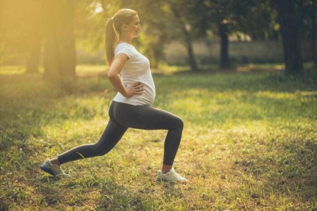 Nej, det är inte farligt för gravida kvinnor att träna. Tvärtom.
