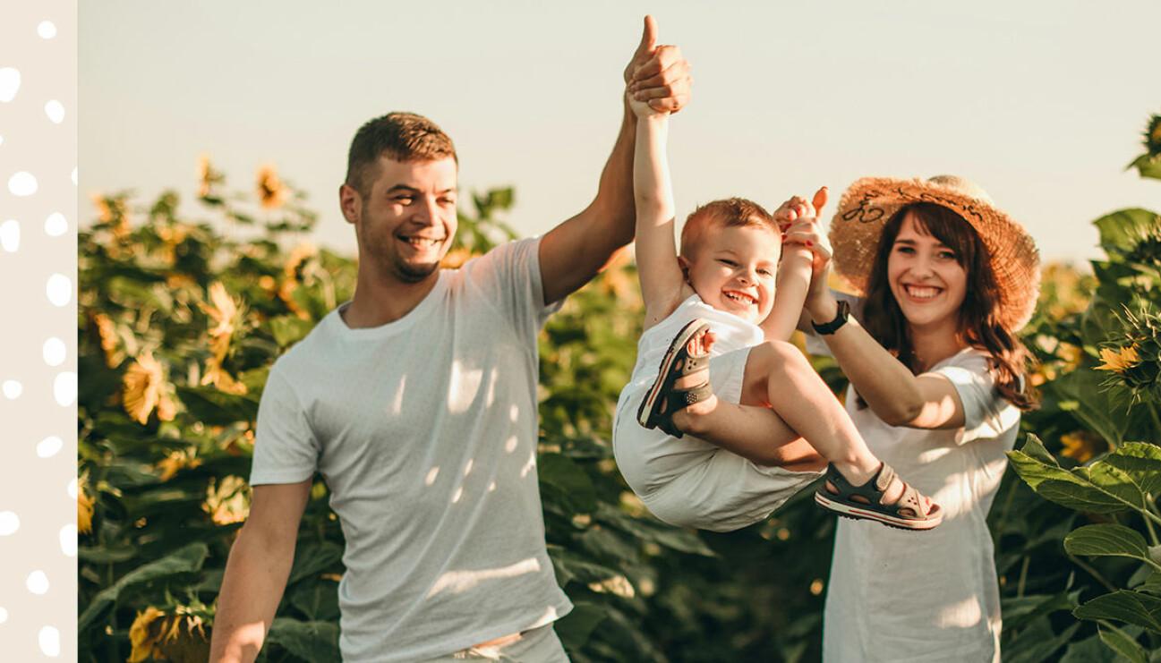 familj med solrosor