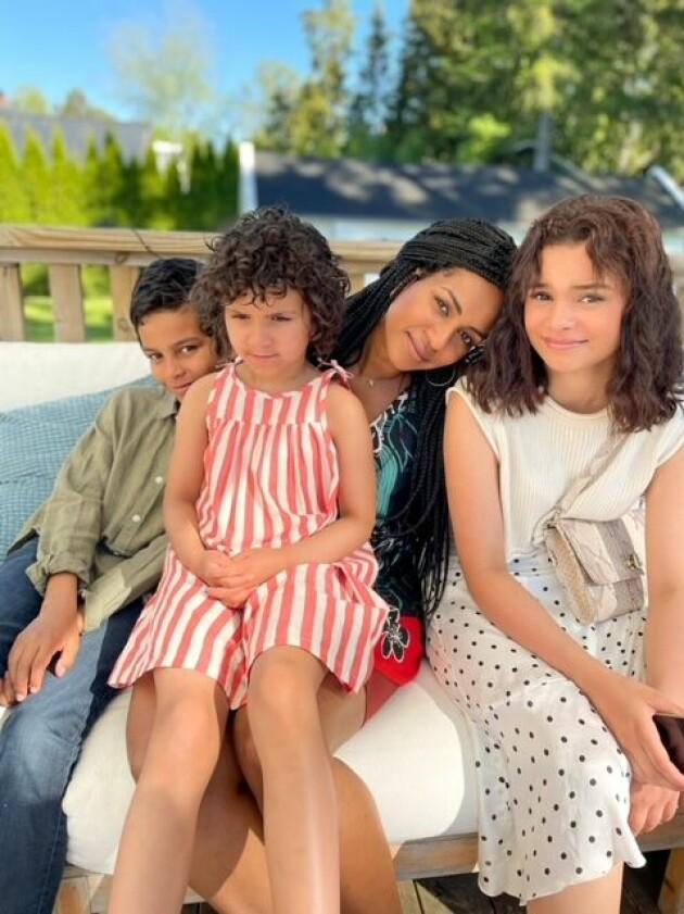 Amit Tewolde och hennes tre barn