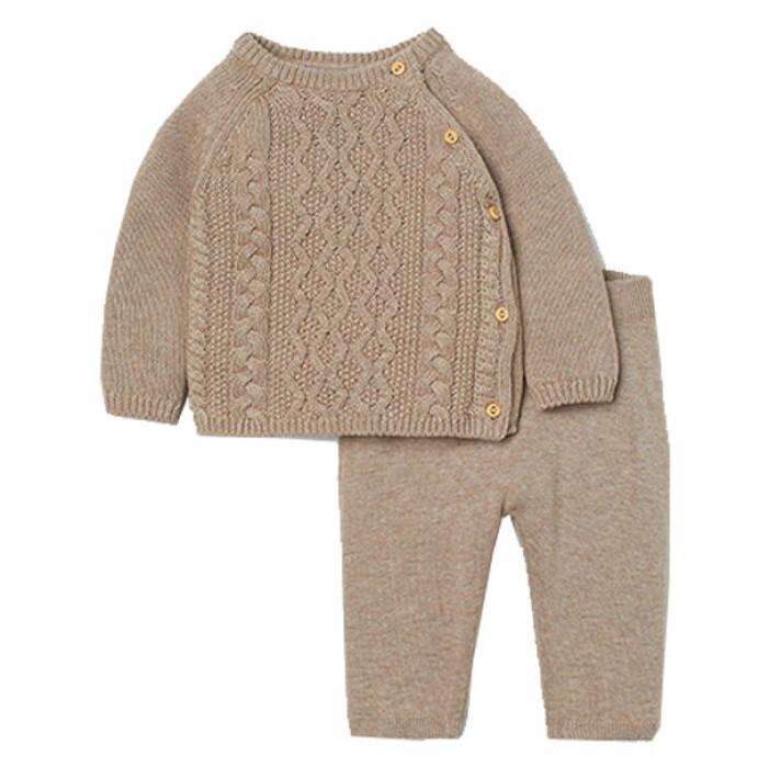 billiga och fina barnkläder - kabelstickat set för bebis från H&M