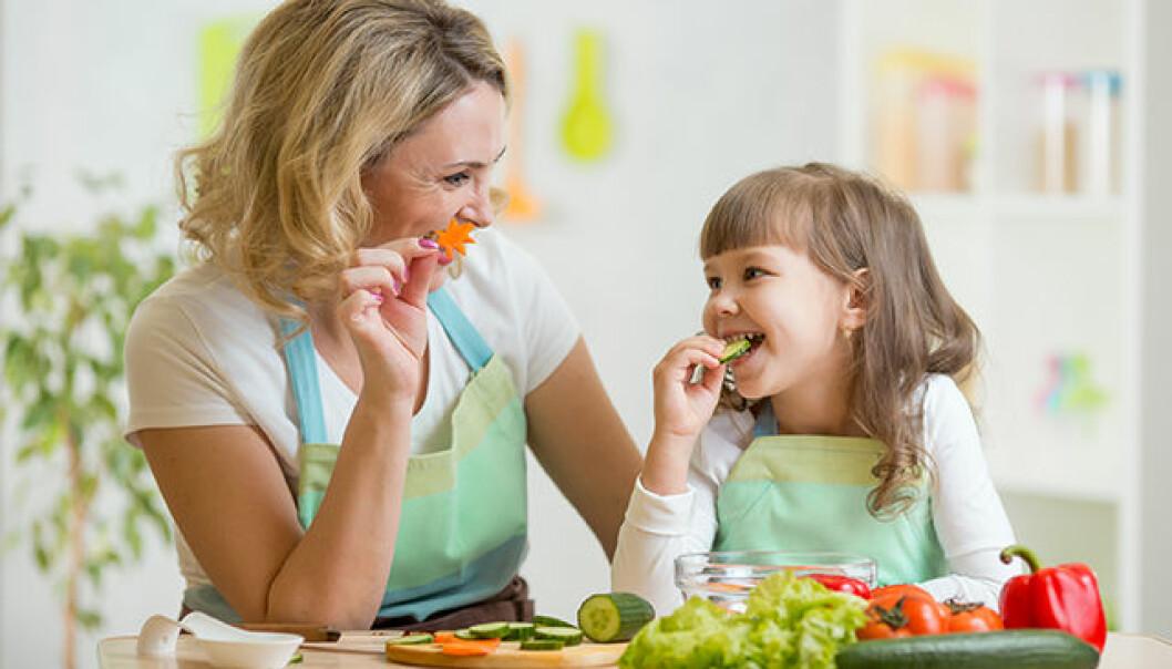 Därför ska du låta dina barn leka med maten