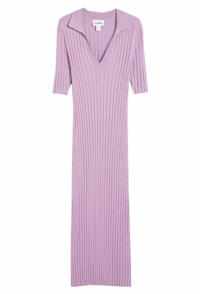 lila ribbad klänning från monki till sommaren 2021