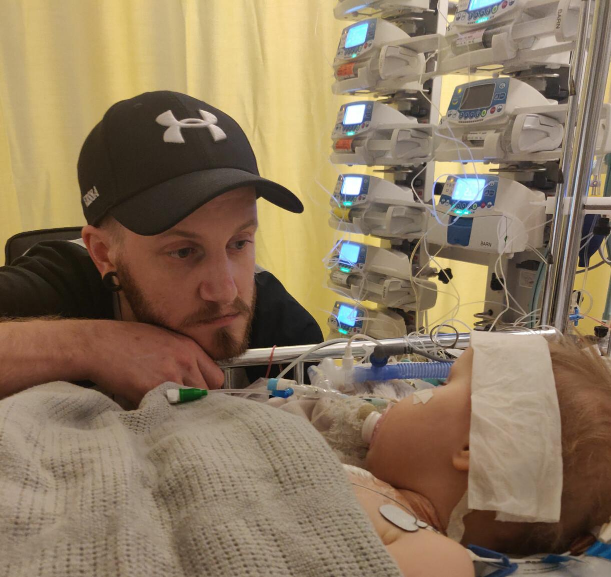 Lova med pappa på sjukhuset, överlevde hjärtsjukdomen