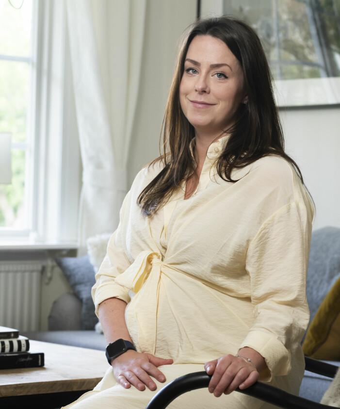 Madeleine är höggravid efter att ha försökt få barn i tio års tid.