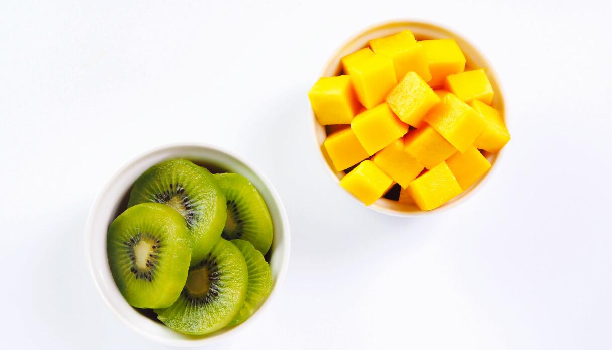 mango och kiwi i skålar