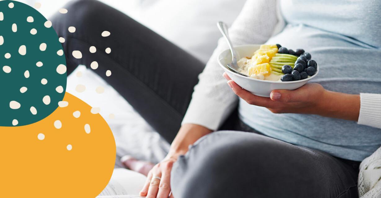 gravid kvinna äter mat