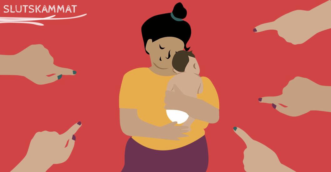 mamma som håller bebis