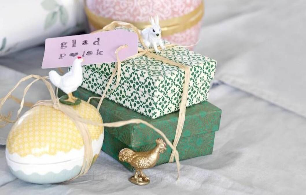 Barnens bondgårdsdjur blir fina dekorationer på påskägg och paket