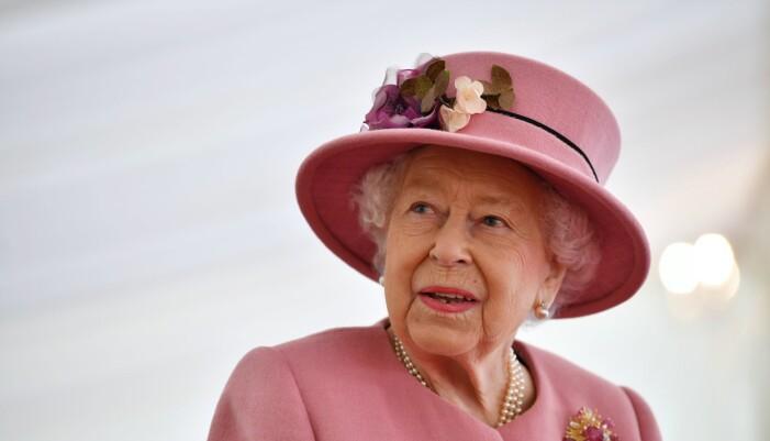Elizabeth - i läcker rosa hatt