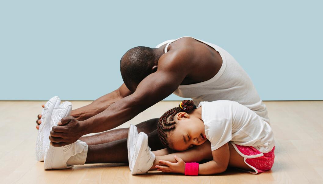kille och pappa tränar
