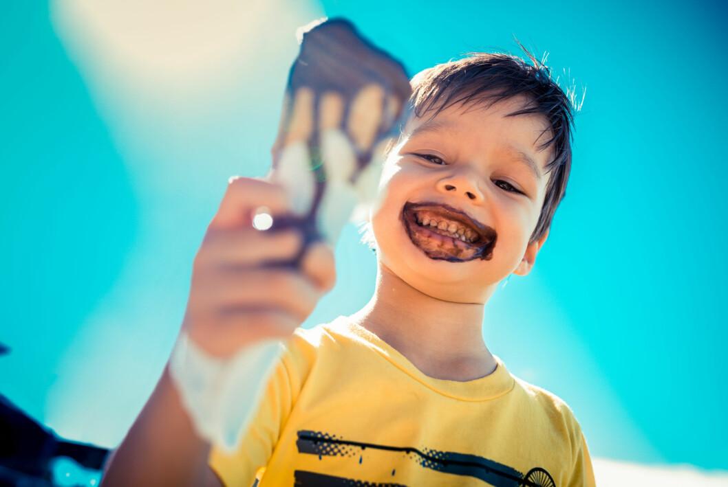 barn med glass