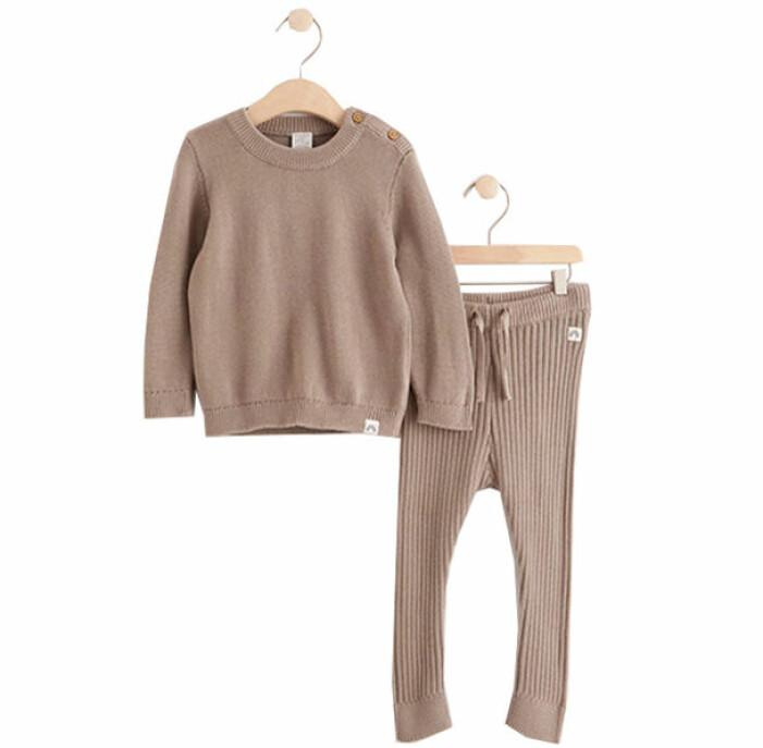 billiga och fina barnkläder - brunt stickat set från Lindex
