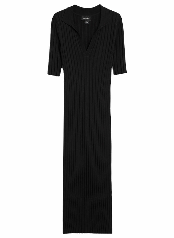 svart ribbad klänning från monki till sommaren 2021