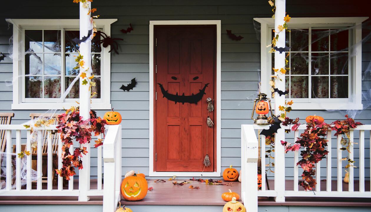 Trappa under halloween där man gör bus eller godis.