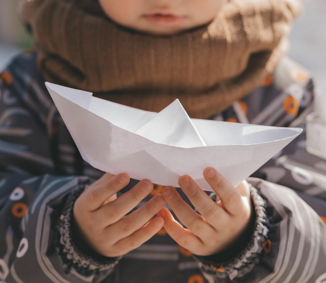 barn båt våren